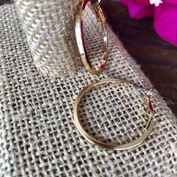 0cbd61d2bc95f DAINTY GOLD JEWELRY HOOP EARRINGS Boutique